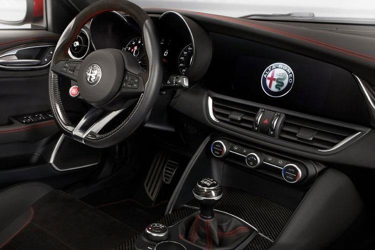 Alfa Giulia Saloon 2.9 v6 Biturbo Quadrifoglio 4dr Auto [acc] - 31