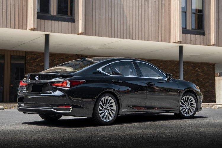 Lexus es Saloon 300h 2.5 4dr cvt - 32