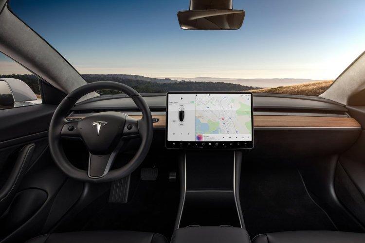 Tesla Model 3 Saloon Long Range awd 4dr Auto - 38
