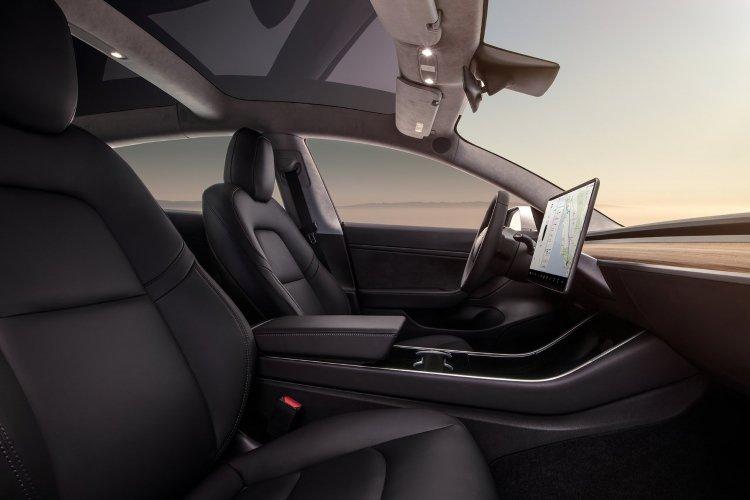 Tesla Model 3 Saloon Long Range awd 4dr Auto - 40