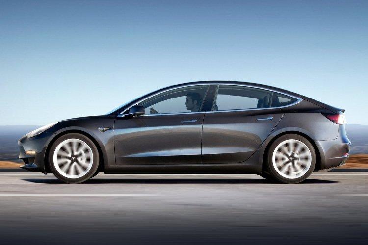 Tesla Model 3 Saloon Long Range awd 4dr Auto - 37