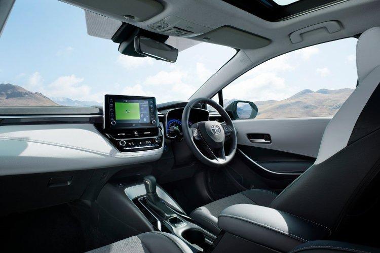 Toyota Corolla Touring Sport 2.0 vvt i Hybrid Design 5dr cvt - 41